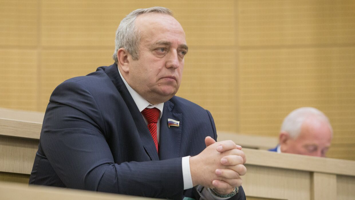 Klintsevich said, that Belarus is protected by the shadow of a Russian soldier with a machine gun