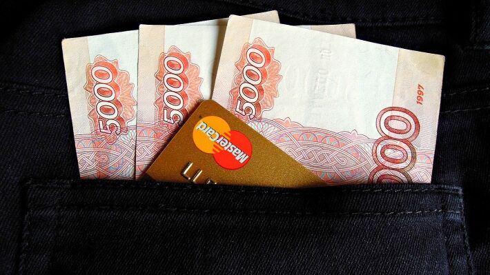 Consumer credit crisis forced Russians to use cards