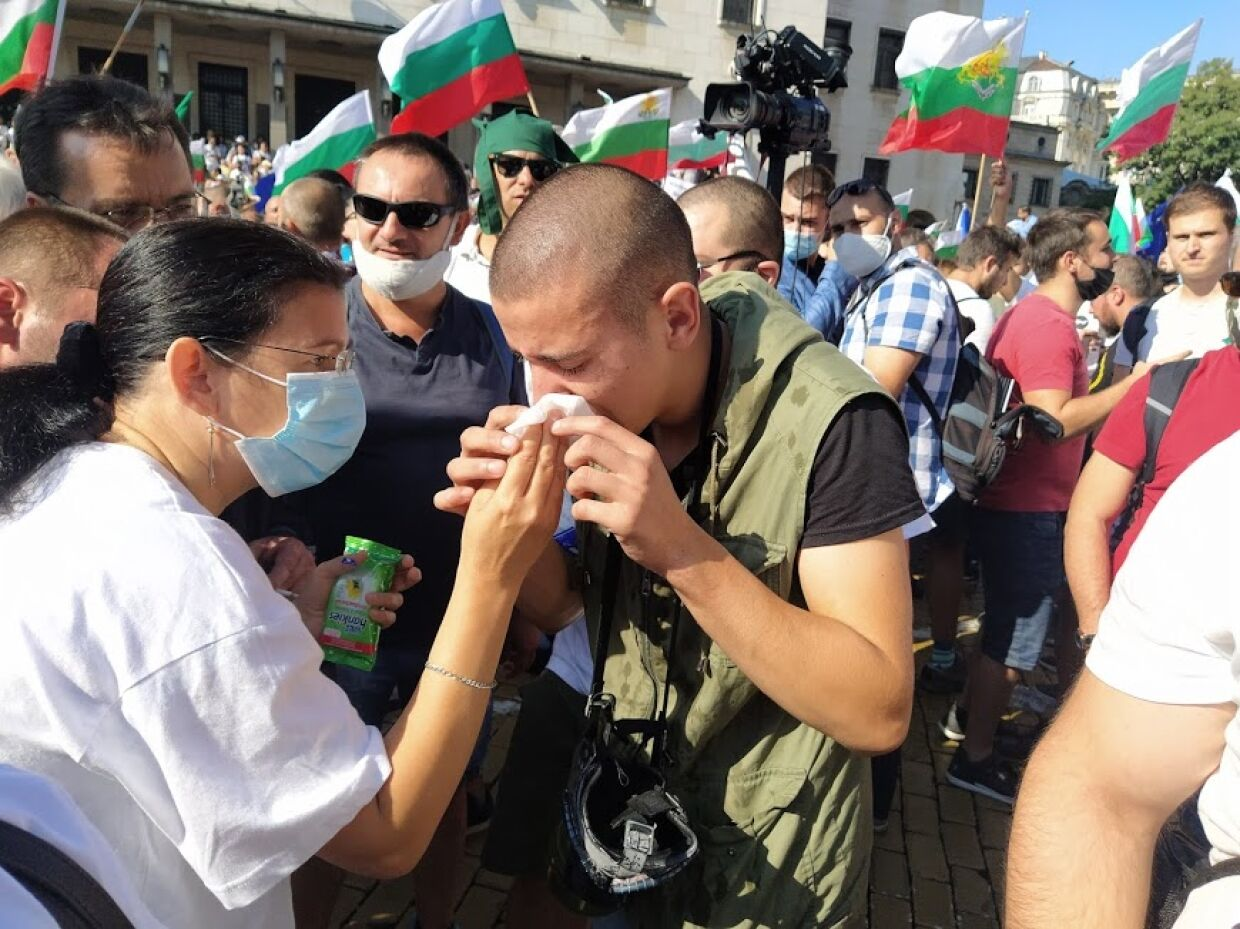 Why does the President of Bulgaria support those, who is storming parliament