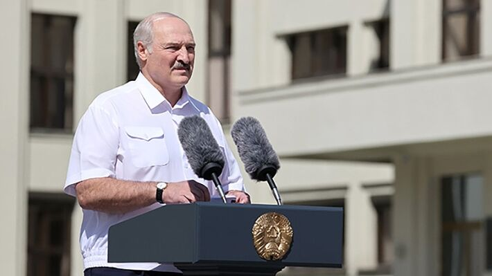 Lukashenka connects saving Belarus from default with Russia