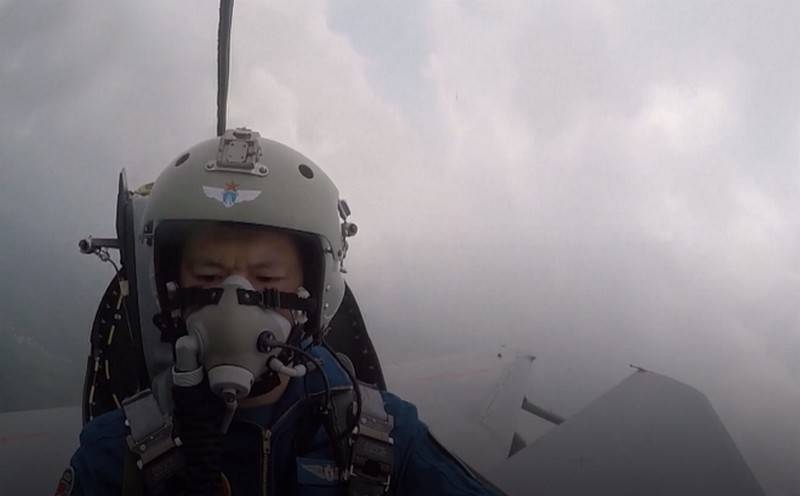 shown, how a Chinese pilot took a falling plane away from a residential area