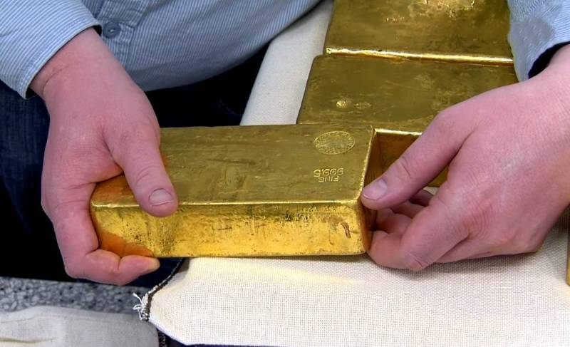 A default on the global public debt will lead to the withdrawal of gold from the population