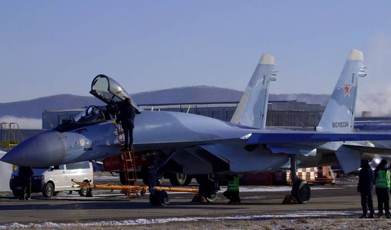 A pair of new Su-35S fighters arrived at the Lipetsk Aviation Center of the Russian Aerospace Forces