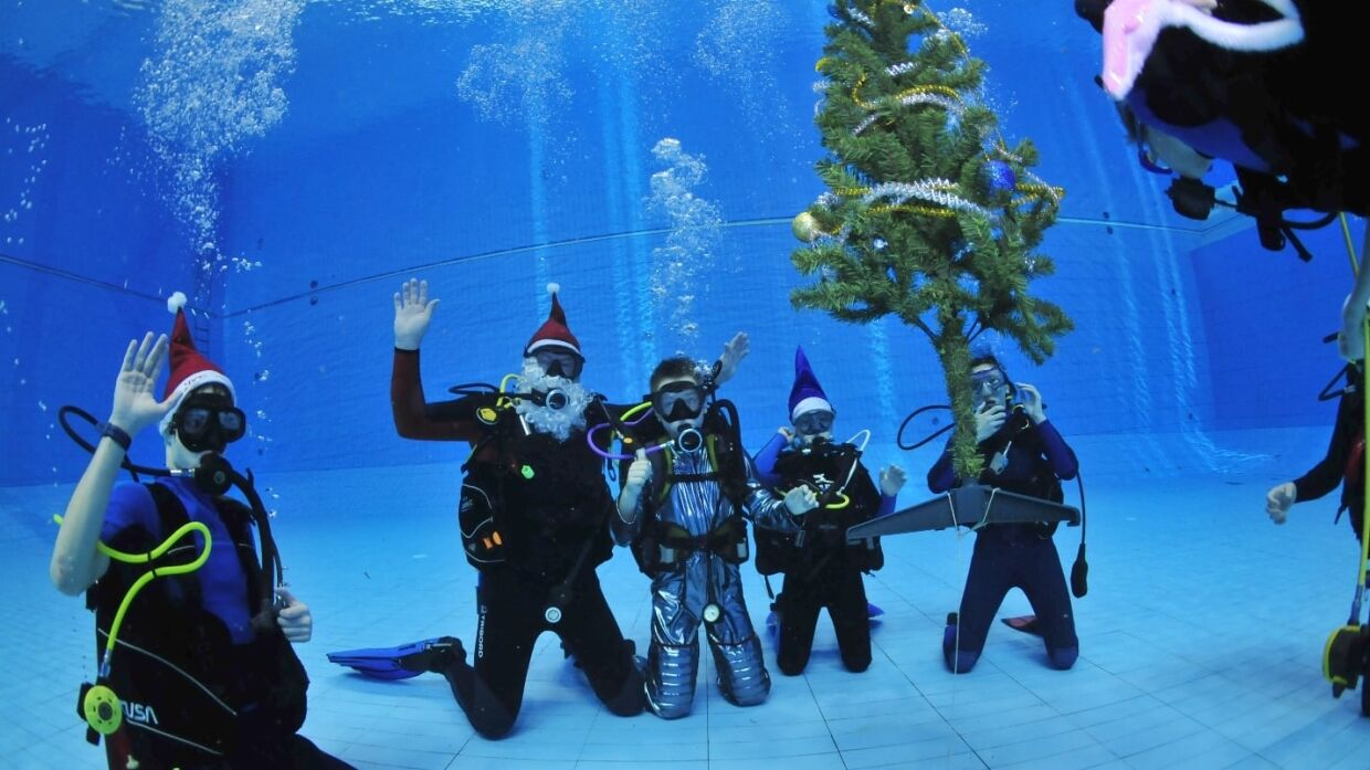 Divers organized a children's round dance around a Christmas tree underwater in Penza, FAN publishes photo
