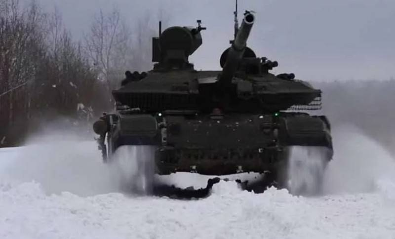 Russian T-90M tanks combined into a single network during exercises