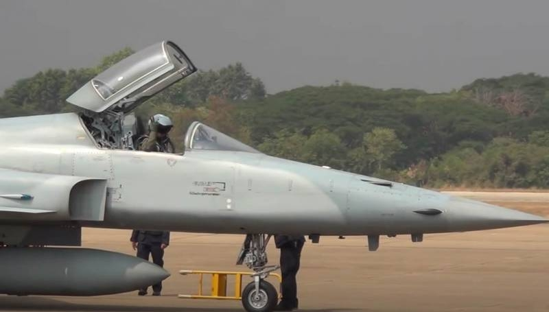 Two Taiwanese Air Force fighters collide over the Pacific Ocean
