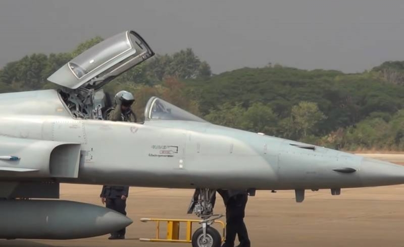Taiwanese Air Force F-5E fighter that fell at sea last year is raised and handed over to the military and the prosecutor's office